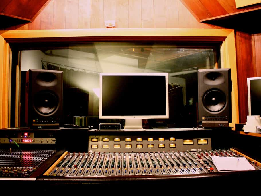 how to calibrate your studio monitors. Black Bedroom Furniture Sets. Home Design Ideas
